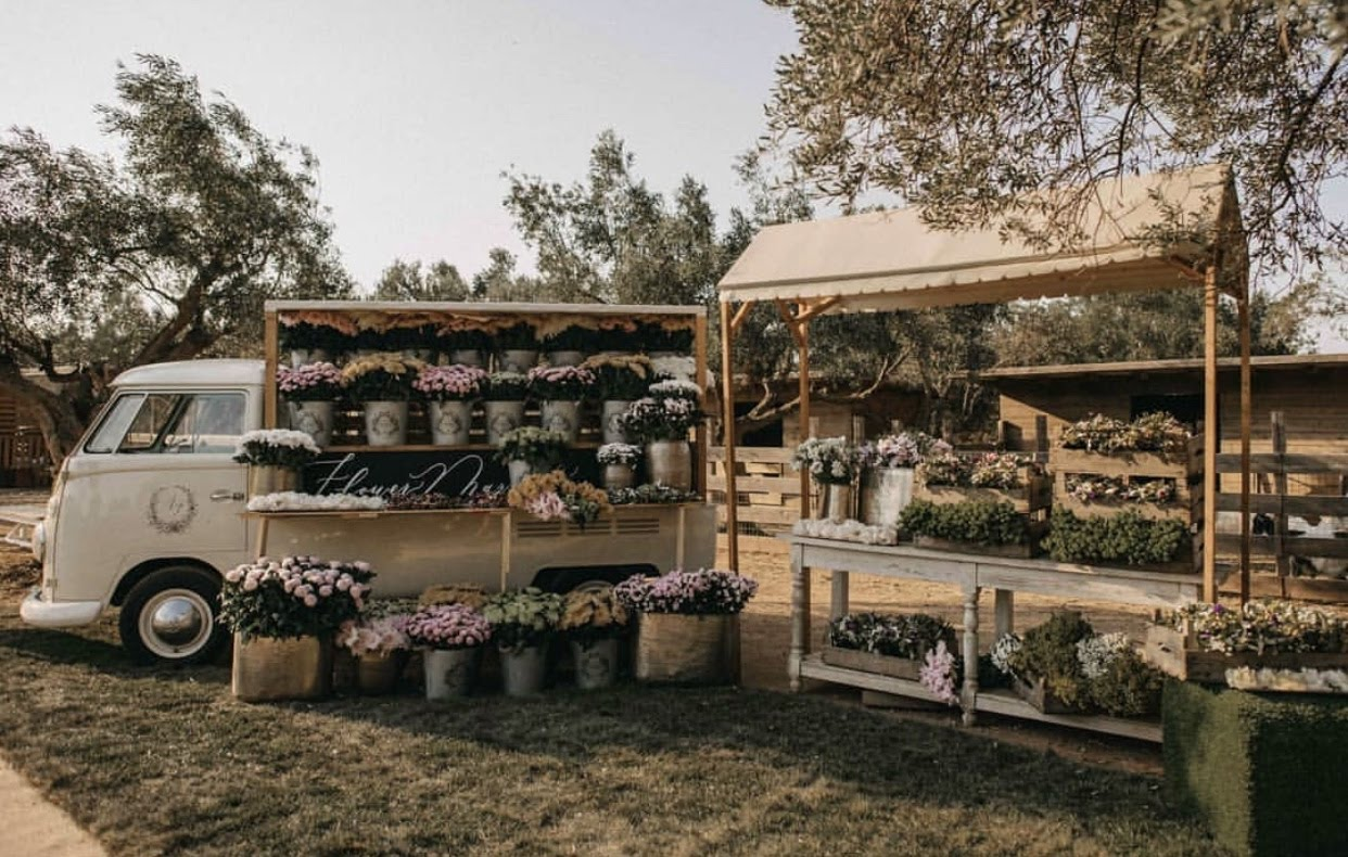 VW T1 Flower Market by smart moving media